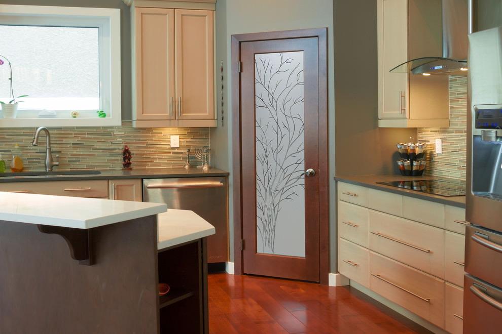 Нужна ли дверь на кухню?
