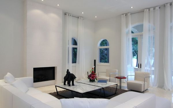 белые шторы в интерьере