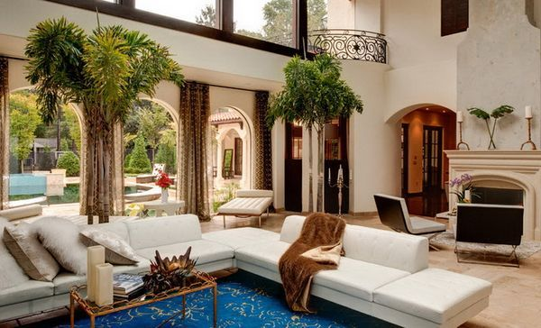 коричневые шторы в интерьере